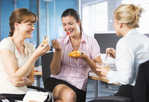 Các mẹo hay giúp bạn khỏe khoắn, tỉnh táo sau giờ ăn trưa