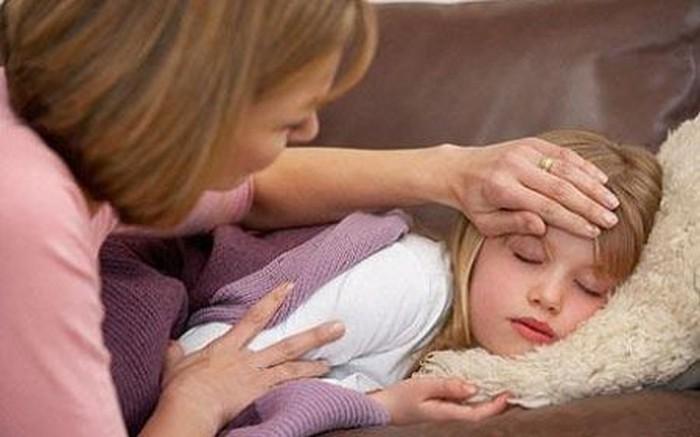 Mẹo hạ sốt nhanh cho trẻ bằng phương pháp dân gian hiệu quả
