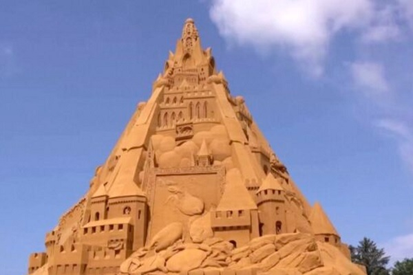 Chiêm ngưỡng tòa lâu đài cát cao nhất thế giới ở Đan Mạch