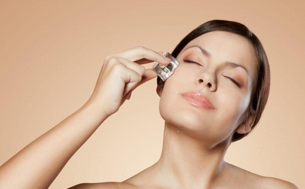 Làm mát da trước khi trang điểm