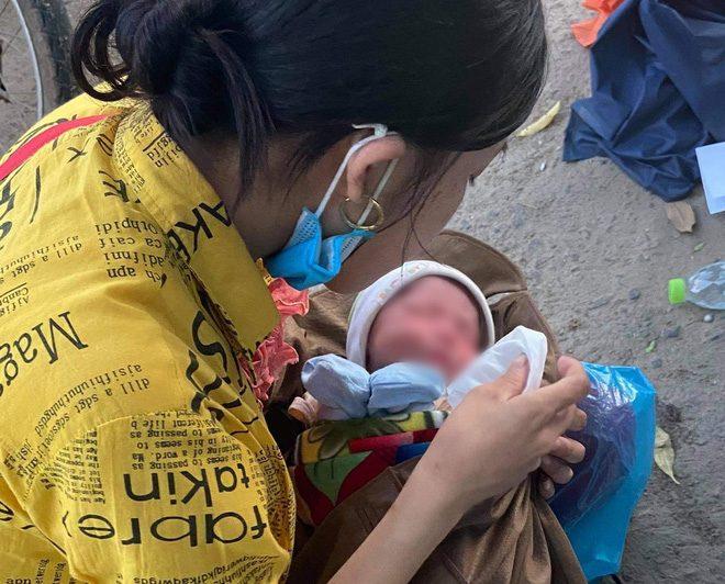 Chuyện thời dịch Covid-19: Em bé 9 ngày tuổi kiên cường vượt hơn 1000km từ Bình Dương về quê để tránh dịch trên xe máy cà tàng cùng bố mẹ