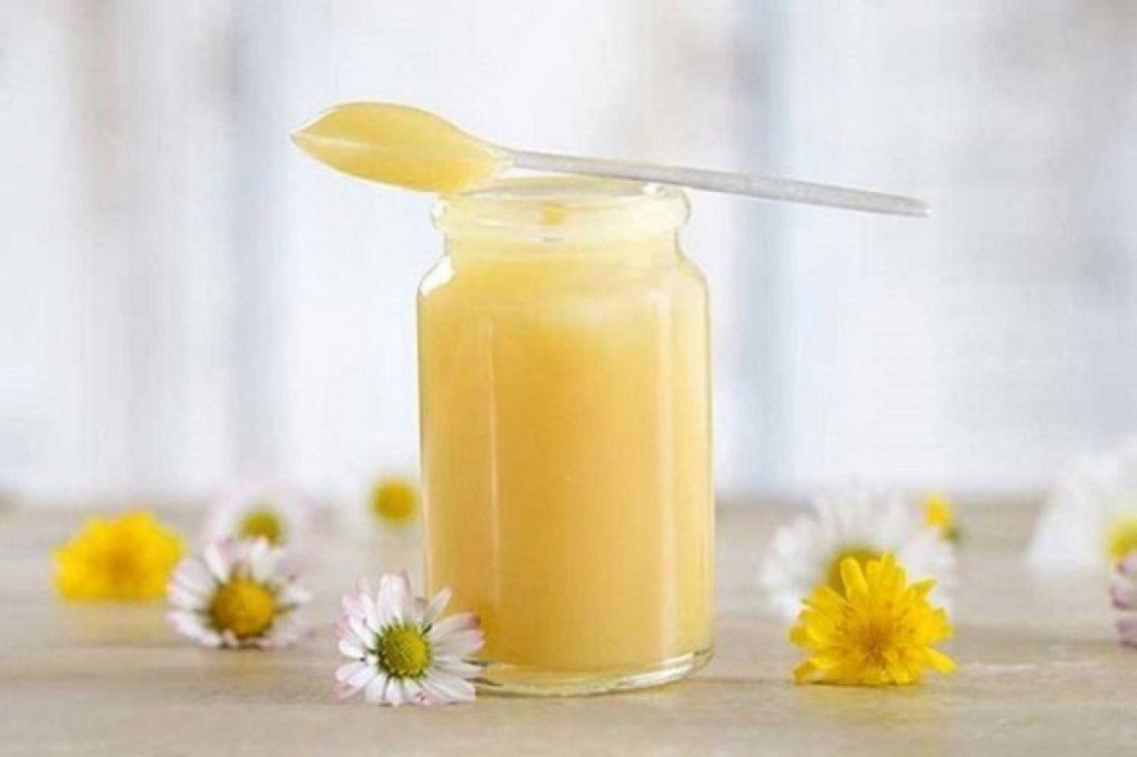 Công dụng và cách sử dụng sữa ong chúa để cải thiện sức khỏe và nhan sắc hình 1