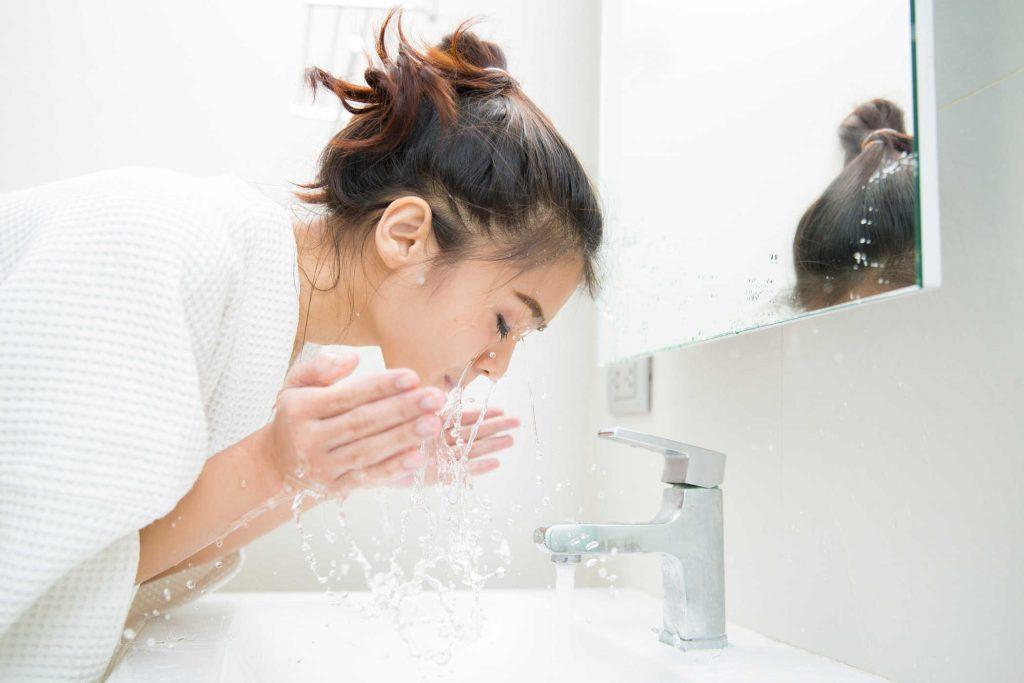 Da dầu là gì? Cách chăm sóc da dầu nhờn bị mụn hiệu quả hình 2