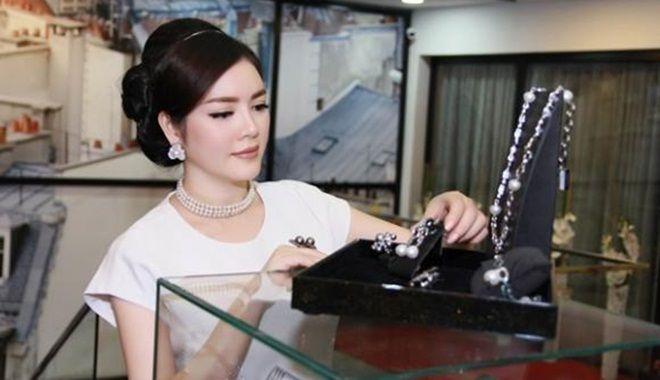 """""""Chơi"""" như mỹ nhân Việt: Mất ngủ lên mạng mua sắm như điên, người đếm hột xoàn"""
