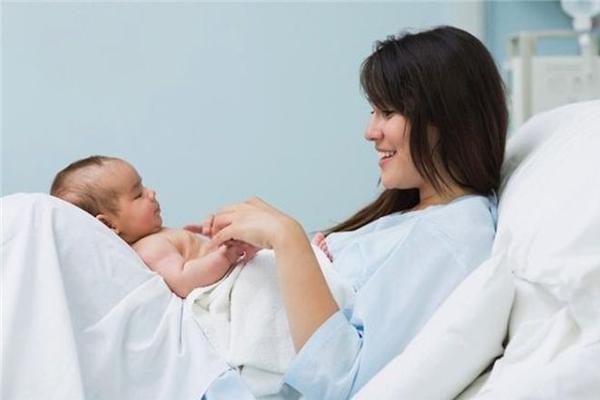 Những cách nhanh hết sản dịch cho phụ nữ sau sinh, tránh ứ dịch lòng tử cung