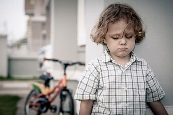 Những sai lầm trong cách giáo dục của cha mẹ khiến con mất tự tin