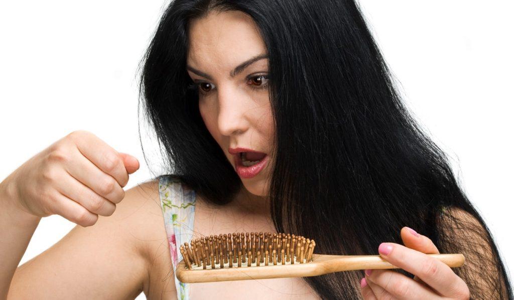 Rụng tóc sau sinh có tự hết không? Bao lâu thì hết? hình 1