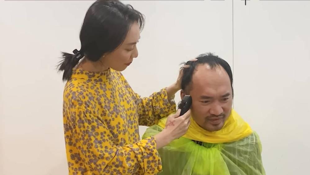 Sao Việt thi nhau cắt tóc cho chồng mùa dịch và cái kết