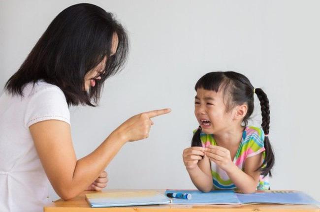 Trẻ khó bảo, cha mẹ nên làm gì để con nghe lời hơn?