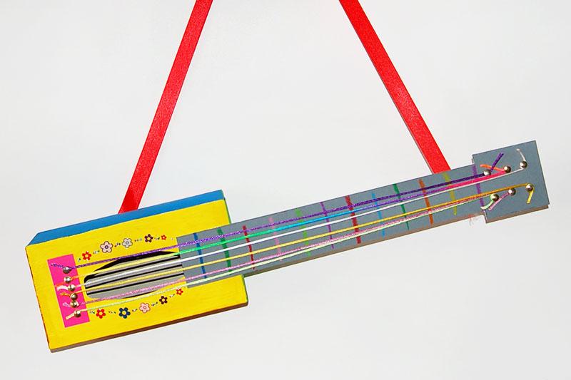 Hướng dẫn tự làm đàn Guitar bằng hộp đựng khăn giấy cho bé