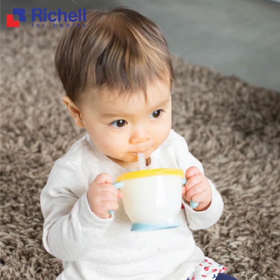 Tập uống nước kiểu Nhật cho bé: an toàn và chuẩn mực