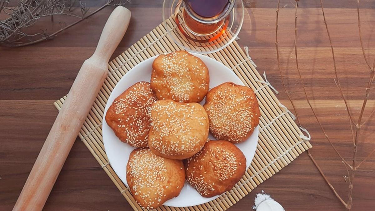 Tự làm bánh tiêu ngại mất nhiều thời gian, mẹ tham khảo ngay cách làm bánh tiêu không cần ủ bột