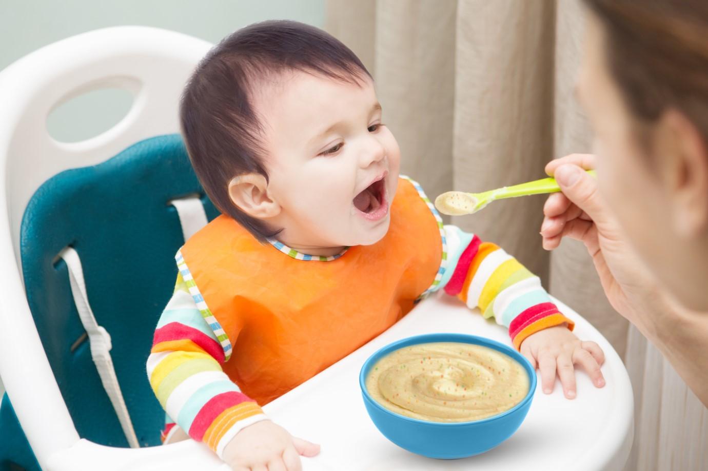 Những lưu ý mẹ cần làm cho con ăn dặm giai đoạn 6 - 12 tháng tuổi