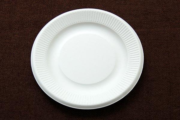 Chuẩn bị một đĩa giấy