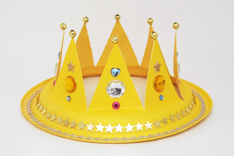 Hô biến đĩa giấy thành một chiếc vương miện cực xinh cho bé