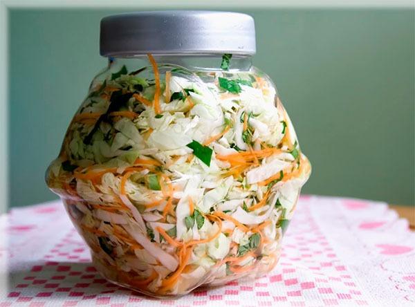 Bỏ túi ngay cách muối dưa bắp cải giòn ngon hơn cả ngoài hàng, đảm bảo ai ăn vào cũng phải tới tấp khen ngon