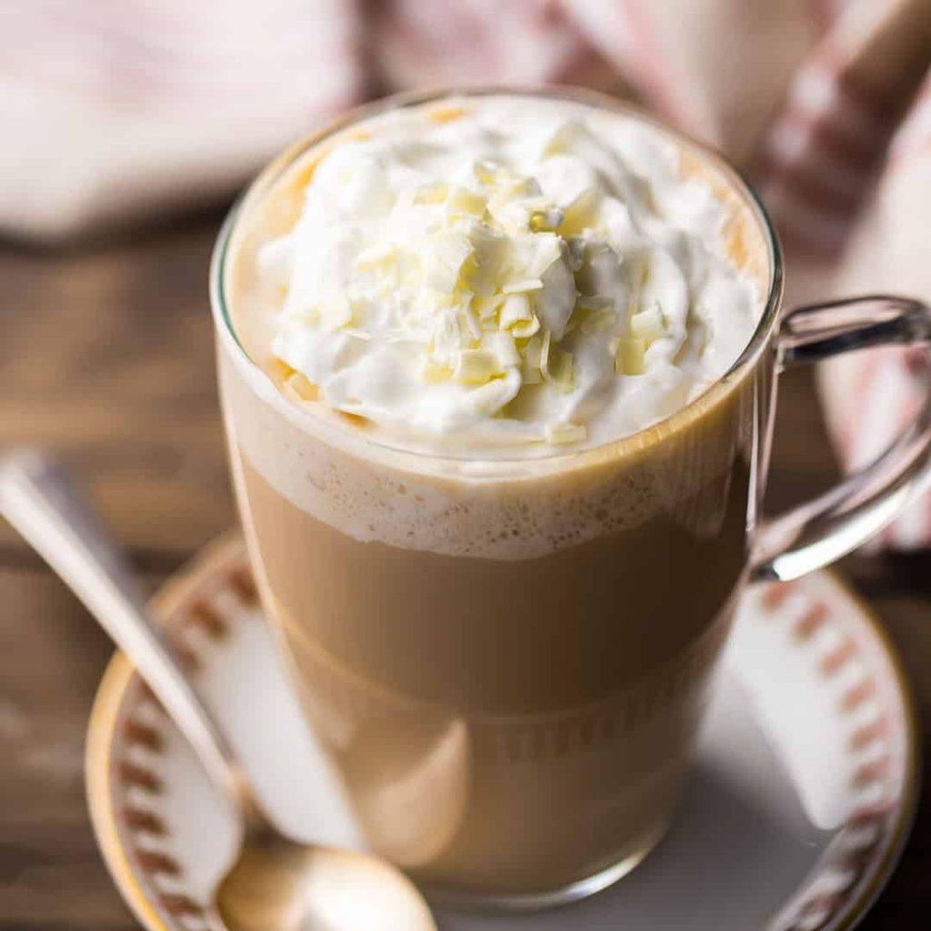Cách pha chế cà phê ngay tại nhà: White Chocolate Mocha