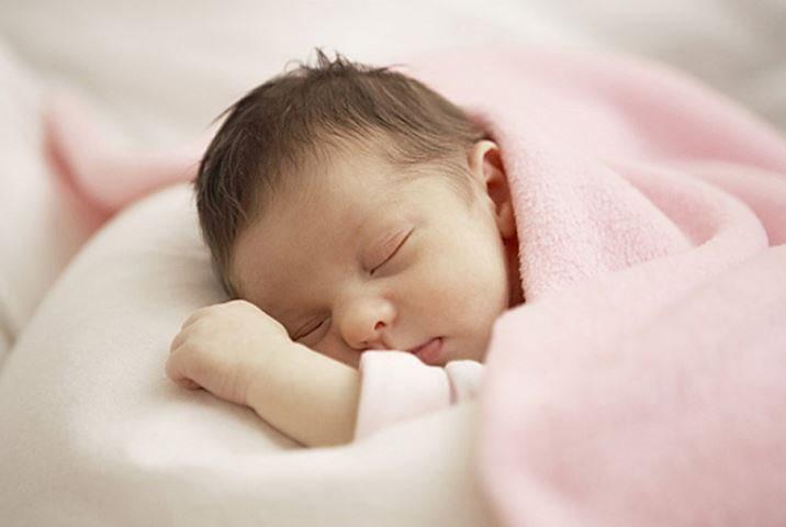 Em bé gái sơ sinh tự tỏa ra mùi hương kỳ lạ giống công chúa Hàm Hương khiến bác sỹ lo lắng