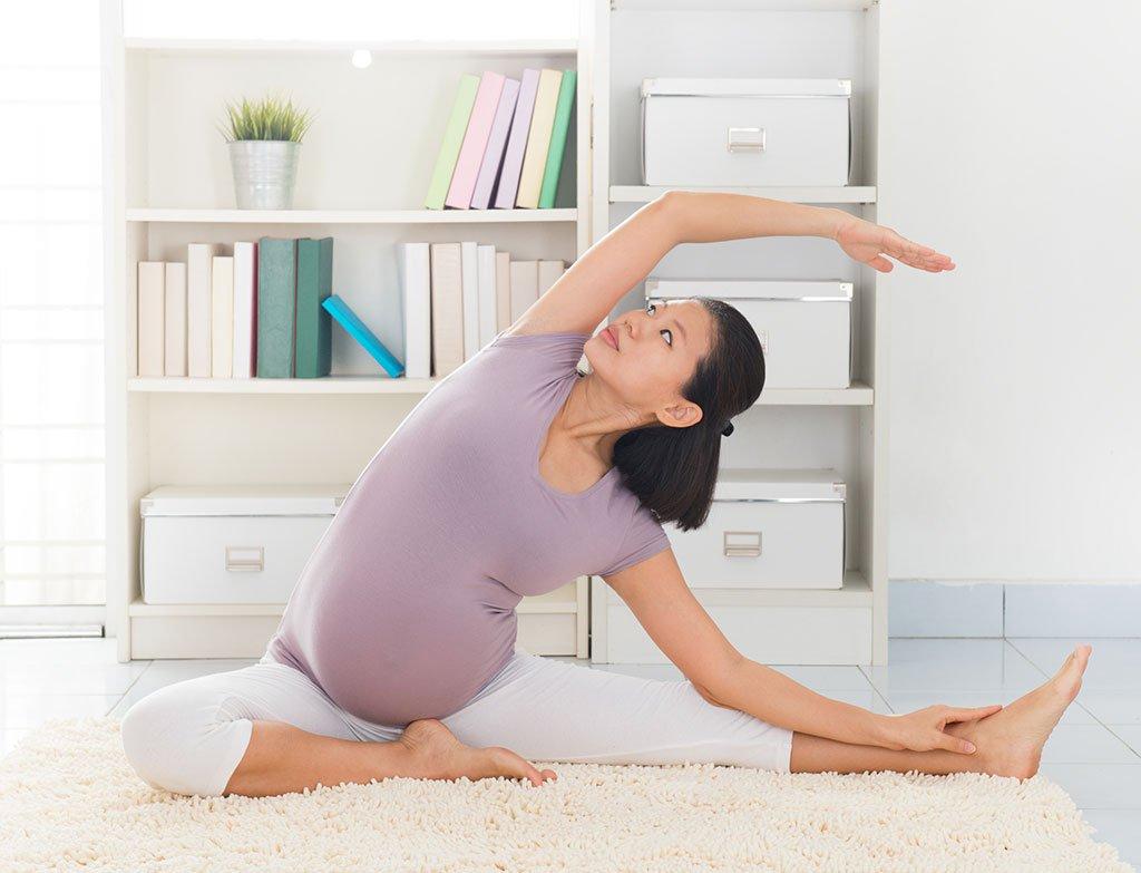 Cách khắc phục chứng đau hông khi mang thai: Tập yoga và pilate