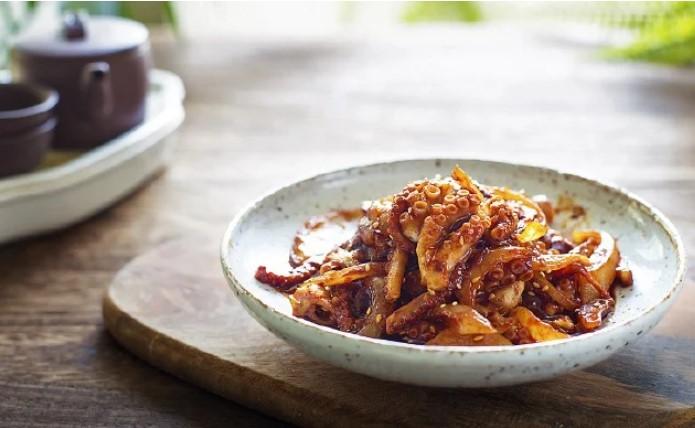 Gợi ý món bạch tuộc xào cay siêu hấp dẫn cho ngày giãn cách, học làm ngay để chiêu đãi món ngon cho cả gia đình