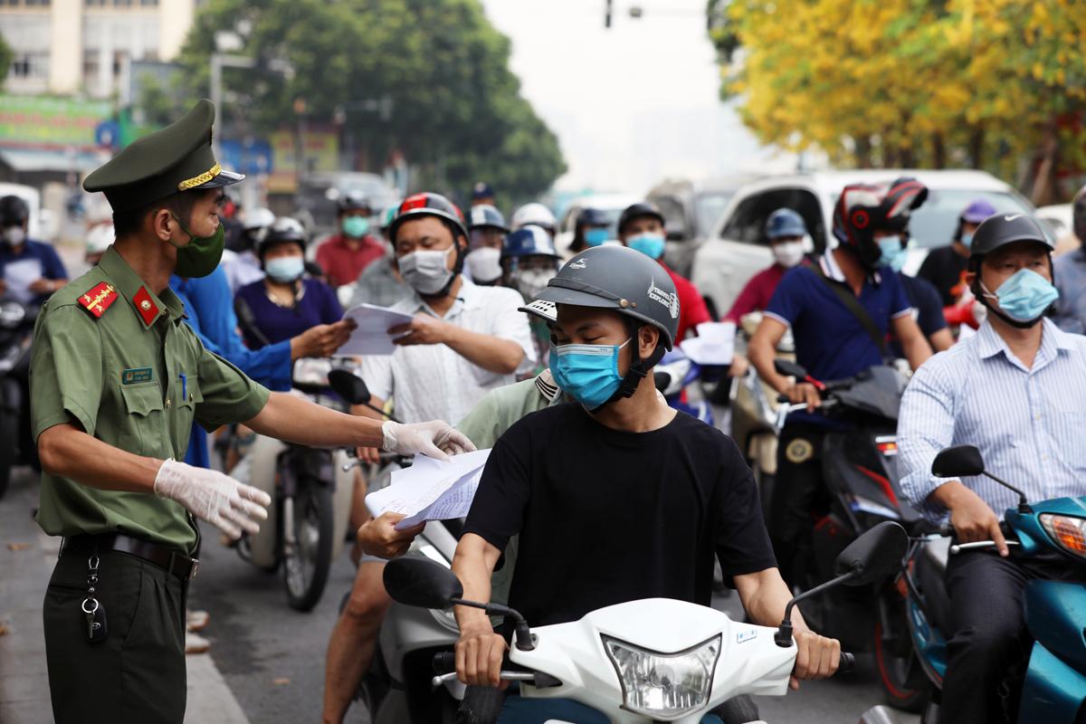 Dự kiến 19 quận, huyện vùng xanh ở Hà Nội không kiểm tra giấy đi đường