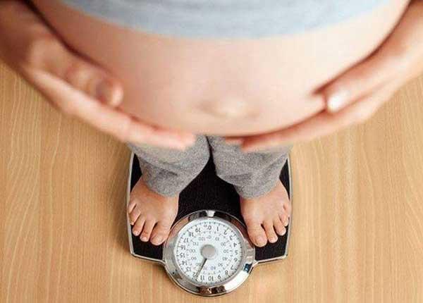 Mẹ bầu tăng bao nhiêu cân là hợp lý? Tăng cân ít có ảnh hưởng gì không?