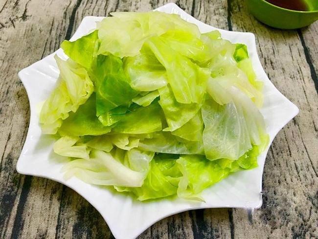 Mẹo luộc bắp cải: Cứ bỏ thêm 1 món này vào nồi đảm bảo bắp cải ngon, giòn, không lo mất chất