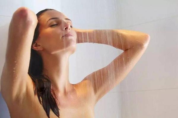 Ngày lạnh giá: Bà bầu thà lười tắm còn an toàn hơn!