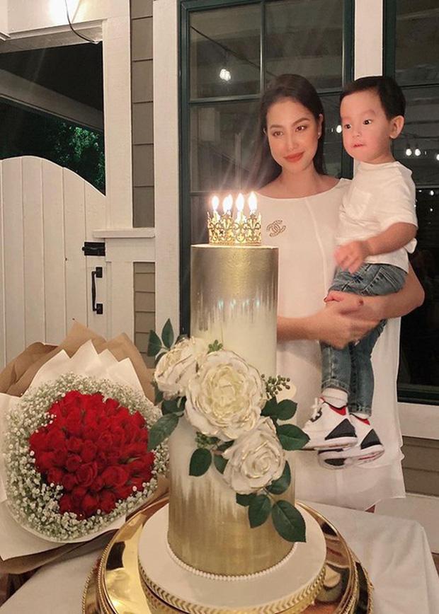 Pham Huong sinh con