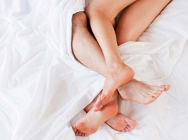 Quan hệ khi đang có kinh nguyệt: Được lợi một nhưng hại đến mười