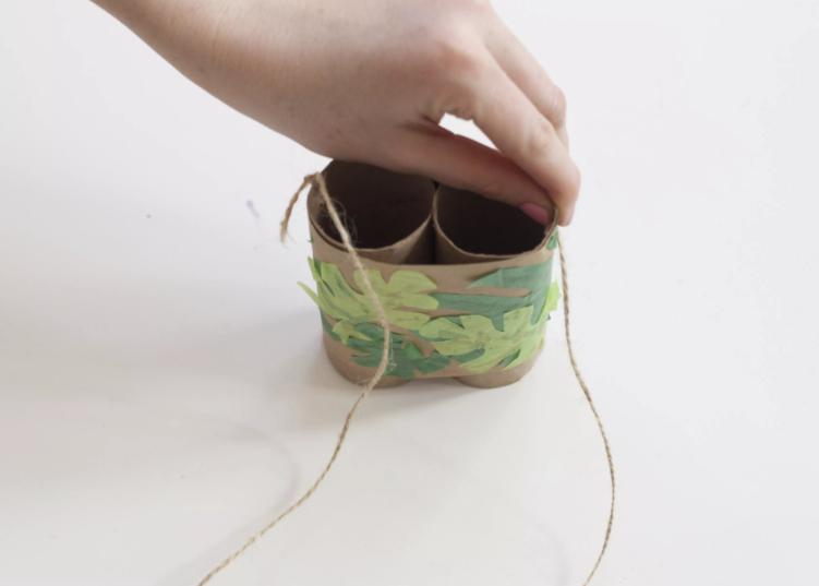 Thêm dây đeo cho ống nhòm