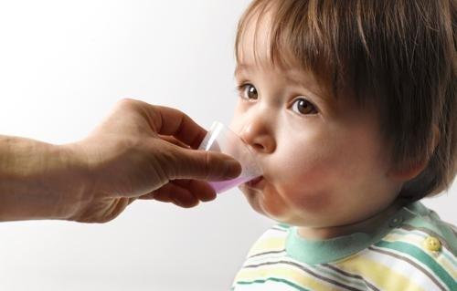 Tại sao nên cho trẻ uống men vi sinh? Lợi ích là gì?