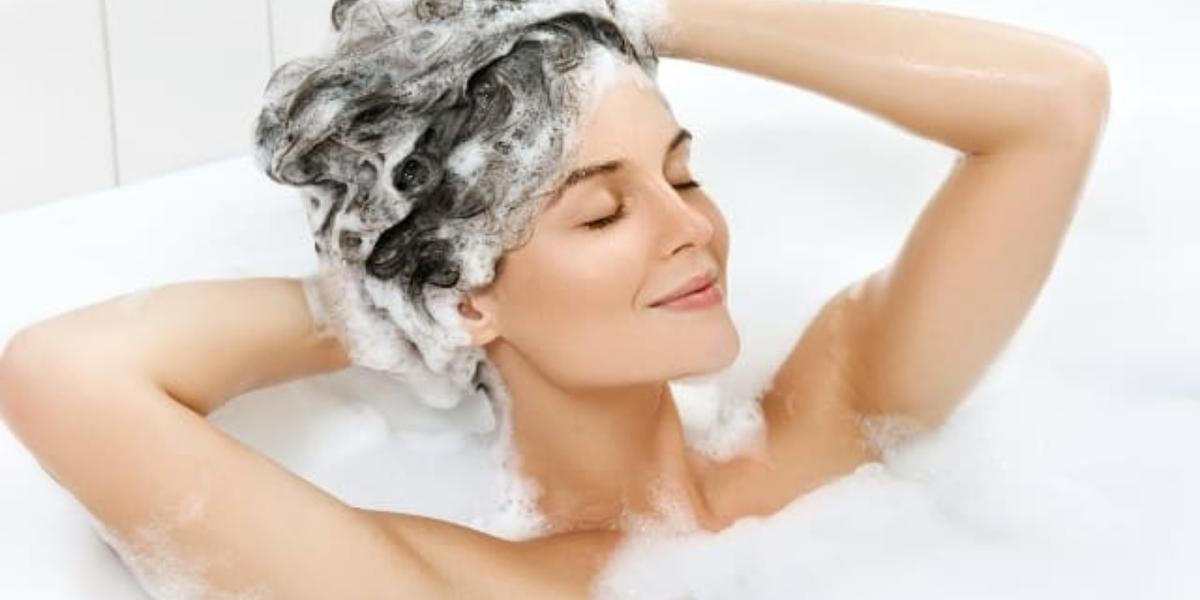 Gội đầu đúng cách để có mái tóc khỏe mạnh, tạm biệt khô xơ, gãy rụng