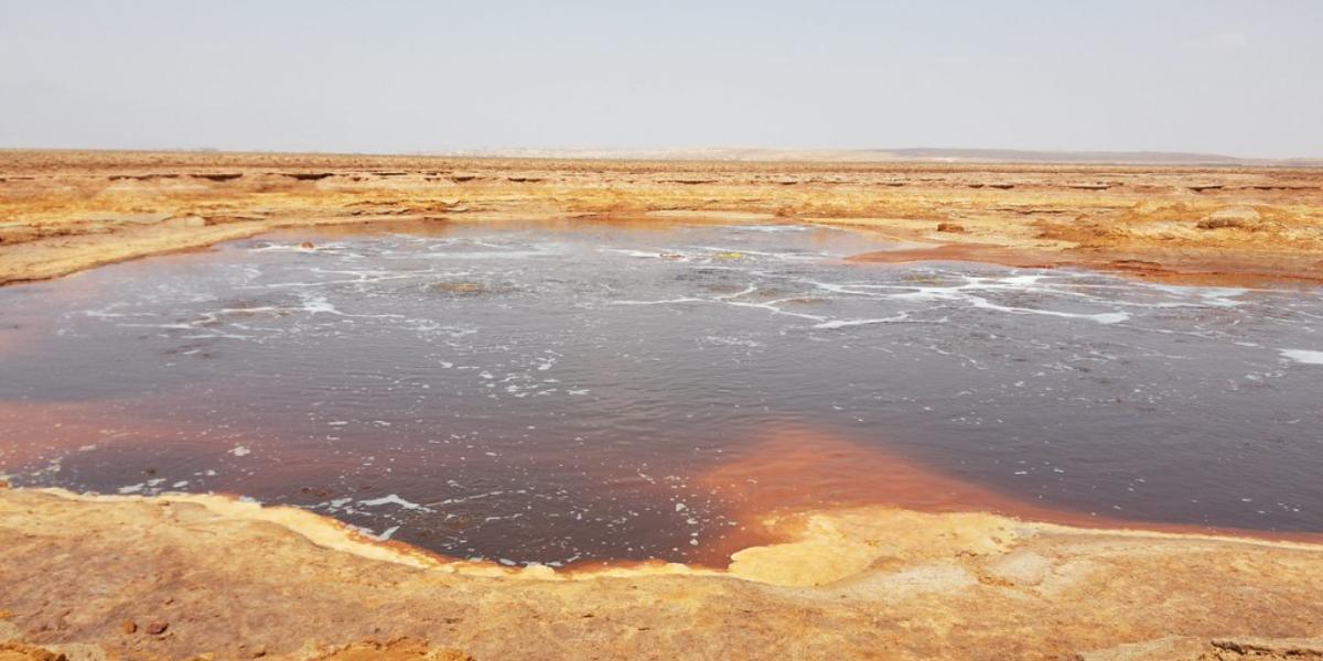 Bí ẩn về hồ nước mặn chết chóc nhất thế giới, không ai dám tới gần