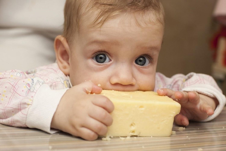 Cách cho trẻ ăn phô mai phù hợp theo từng tháng tuổi