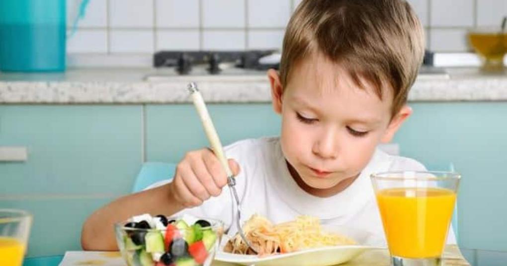 Tham khảo cách chăm sóc dinh dưỡng cho trẻ mầm non phát triển toàn diện